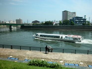 sightseeingboat.jpg